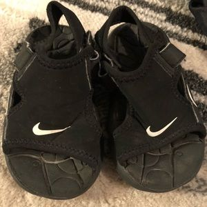Nike Baby / Toddler Black Sandals, EUC! Size 6C